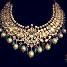 Mughal kundan necklace - find similar costume jewelry for photobooth Indian Wedding Jewelry, Bridal Jewelry, Gold Jewelry, Wire Jewellery, Bridal Necklace, Jewlery, Gold Necklace, Traditional Indian Jewellery, India Jewelry