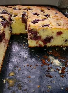 Joghurtos meggyes, gyors, olcsó és nagyon finom! – Ez Nem Semmi Hungarian Desserts, Hungarian Recipes, Sweet Desserts, Sweet Recipes, Delicious Desserts, Croation Recipes, Baking Recipes, Cake Recipes, Artisan Bread