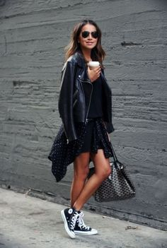 How to wear converse outfits street style high tops ideas Mode Converse, High Top Converse Outfits, Black High Top Converse, Black High Tops, Casual Outfits, Converse Sneakers, Black Sneakers, Converse High Tops How To Wear, Converse Shoes Outfit