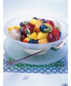 This fresh fruit salad recipe by Jamie Oliver is the ultimate refreshing summer dessert with mixed fruit, syrup and pineapple mint leaves. Best Fruit Salad, Fruit Salad Recipes, Fruit Salads, Fruit Dishes, Veggie Dishes, Side Dishes, Healthy Work Snacks, Healthy Fruits, Healthy Foods