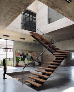 "13 mil curtidas, 29 comentários - ArchDaily (@archdaily) no Instagram: ""Solid Concrete Studio + Gallery ASWA Phuttipan Aswakool #thailand #concrete #stairs…"""