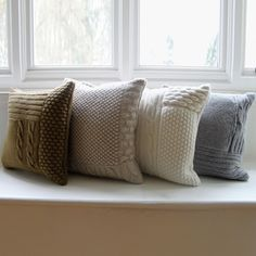 somuchyarnsolittletime: (via Knit or crochet - pillow cushions / knitted cushion covers. Knitted Cushion Covers, Knitted Cushions, Knitted Blankets, Crochet Home, Knit Or Crochet, Knitting Projects, Knitting Patterns, Crochet Pillow, Home And Deco