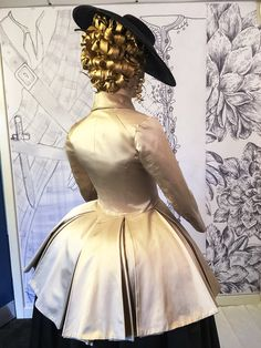 It seemed logical to me that Claire would do in the 18th century the same thing that Christian Dior had done in the 20th century. He stripped the traditional 18th century riding habit of all of the embellishments and details and decorations all the bows the bells and whistles. He took it back to its basic Silhouette and that became the Bar Suit.