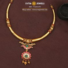 For an Attractive look, this yellow gold Short necklace studded with Kemp, uncut diamonds, ruby, emerald stones. Gold Necklace Simple, Gold Jewelry Simple, Gold Wedding Jewelry, Short Necklace, Simple Necklace Designs, Circle Necklace, Antique Jewellery Designs, Gold Earrings Designs, Gold Jewellery Design
