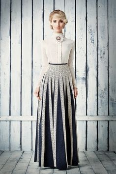 blouse and skirt Modest Outfits, Skirt Outfits, Modest Fashion, Hijab Fashion, Dress Skirt, Fashion Dresses, Pleated Skirt, Victorian Fashion, Vintage Fashion