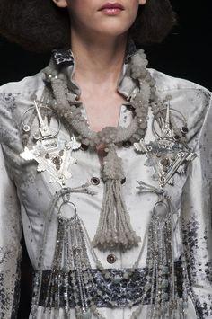 Julien Fournie at Couture Spring 2015 - Details Runway Photos Couture Fashion, Runway Fashion, Fashion Beauty, London Fashion, Couture Details, Fashion Details, Fashion Design, Grey Fashion, Autumn Fashion