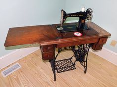 Singer Treadle Sewing Machine, s/n