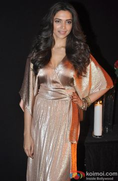 Bollywood Bigwigs Attend Deepika Padukone's Success Bash Indian Bollywood Actress, Beautiful Bollywood Actress, Beautiful Actresses, Bollywood News, Indian Gowns, Indian Attire, Deepika Padukone Makeup, Best Bollywood Movies, Black Gold Party