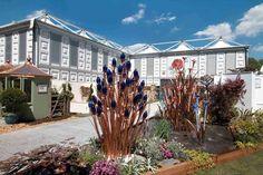 Unsere Zelte & Hallen lieben hübsche Begleitungen: Ob Blumen bei der Innen-Deko oder als Außenattraktionen, der natürlich-bunte Farbklecks sollte nicht fehlen!