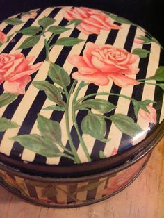 Tindeco 1920s tin box