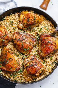 Buttery Garlic Herb Chicken with Lemon Cauliflower Rice -The best low-carb and gluten-free dish for dinner! Ready in 30 minutes.