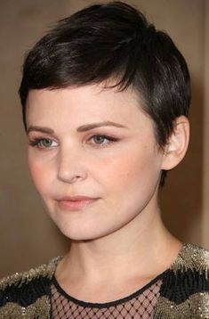 Ginnifer Goodwin's Natural Flush  EYE SHADOW  The interesting part of this look was how Molly created a pink effect on Ginnifer's eyes. First, Molly used Laura Mercier Cream Blush in Oleander as eye base. Then she added more pink from a Nars Triple Compact in Douce France. Just under the eye, she applied Victoria Secret Hyper Gloss Eye Shimmer in Night Lights.