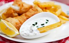 Domowy sos tatarski. Z nim wszystko smakuje lepiej. PRZEPIS Fish And Chips, Kefir, Wok, Cheese, Ethnic Recipes, Easter, Easter Activities