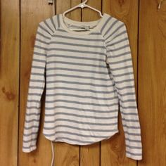 Stripe shirt Gently used- perfect staple for any wardrobe Tops Tees - Long Sleeve