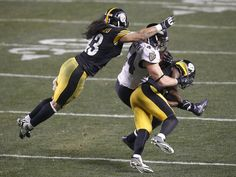 Ravens fullback Kyle Juszczyk catches the ball as Pittsburgh