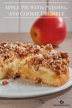 Apple pie with pudding and cookie crumble.  This apple cake ist super easy, fast and so delicious. The inside is juicy and the crumble on top are crunchy. A perfect combination. #applecake #apple #cake #crumble #cookie #delicious #easy #pudding #juicy #picoftheday #foodporn