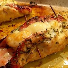 Chicken rolled in bacon and goat cheese - Bread Recipes Cheese Recipes, Meat Recipes, Mexican Food Recipes, Appetizer Recipes, Healthy Recipes, Ethnic Recipes, Cheese Food, Goat Cheese, Healthy Drinks