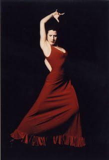 Le Flamenco, danse espagnole originaire de l'Andalousie, est un art de l'exil, de la passion, de la joie et de la tristesse. Le Flamenco est fougueux, passionné et paradoxalement contenu. Cet article est riche d'images et de videos pour le plaisir d'apprécier sans retenue. http://www.artpreneure.com/2012/03/flamenco-danse-espagnole.html #dansetraditionnelle #danseflamenco #simpregnerApprecierIntegrer
