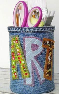 For the project you will need: - Tin or plastic cup - half sleeve of old jeans - mottled patches, - glue