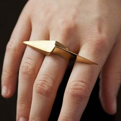 With the release of #suicidesquad over the weekend we are feeling Harley Quinn's vibe... the 'Double Edge Shard Ring' by @DeAnnaKiernan #badass #jewelstreet #harleyquinn #shard #spike #gold #ring #newfilm #movierelease #film #sharp