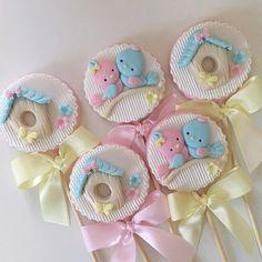 Trendy Ideas For Cupcakes Baby Shower Bebe Fondant Toppers Gateau Baby Shower, Baby Shower Cupcakes, Shower Cakes, Fondant Toppers, Royal Icing Cookies, Cupcake Cookies, Gentilly Cake Recipe, Paletas Chocolate, Animal Cupcakes