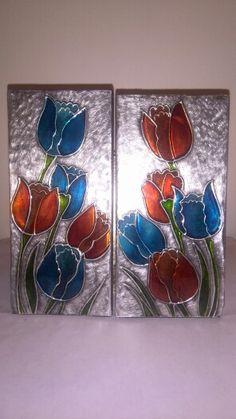 Tulipanes repujados en aluminio