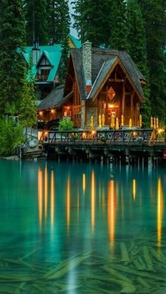 Love the house and the location on the lake Beautiful Homes, Beautiful Places, Haus Am See, Cabin In The Woods, Emerald Lake, Log Cabin Homes, Log Cabins, Seen, Cabins And Cottages
