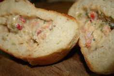 Stuffed pistolette rolls, baked or deep fried, crunchy on the outside, soft on the inside and filled with a creamy shrimp or crawfish sauce. Crawfish Recipes, Cajun Recipes, Seafood Recipes, Appetizer Recipes, Cooking Recipes, Appetizers, Dinner Recipes, Pistolettes Recipe, Tartiflette Recipe