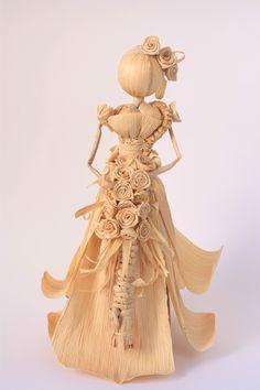 Straw Crafts, Jute Crafts, Dry Leaf Art, Corn Husk Crafts, Corn Husk Dolls, Clothespin Dolls, Polymer Clay Flowers, Felt Dolls, Doll Crafts