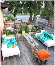 graphic painted outdoor couch... these are beautiful