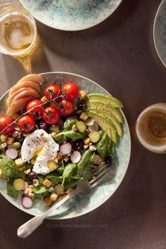 Ensalada de espinacas, con huevo poché, manzana, avellanas, picatostes.... - Cook me tender