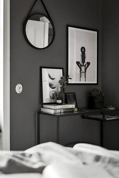 Vittsjö / dunkelgraue Wand // Gravity Home Minimalist Home Decor, Minimalist Bedroom, Modern Minimalist, Decoration Inspiration, Interior Inspiration, Decor Ideas, Ikea Vittsjo, Gravity Home, Stylish Bedroom