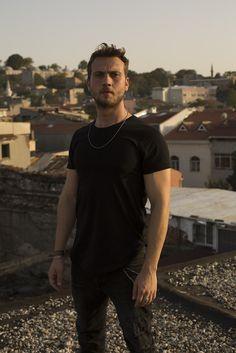 - Yamaç Koçovalı - Show TV Turkish Men, Turkish Fashion, Turkish Beauty, Turkish Actors, Tom Hardy Bane, Handsome Celebrities, Drama Tv Series, Poses Photo, Photo Instagram