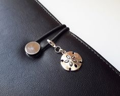 Beach Walk Zipper Pull-Sand Dollar Planner by ZipsandMore on Etsy
