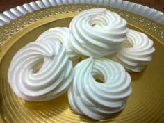 Recept Recipe 100 g tojás fehérje ( kb 4 db) 100 g wh. Meringue Pavlova, Hungarian Recipes, Small Rings, Street Food, Food To Make, Main Dishes, Food And Drink, Vegetarian, Sweets