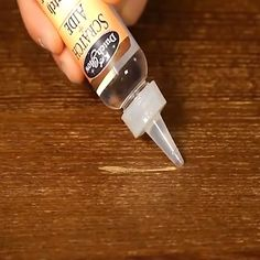 Wood Scratch Concealer - Diy home repair - Furniture Repair, Wood Furniture, House Cleaning Tips, Cleaning Hacks, Wood Repair, Repair Scratched Wood, Diy Home Repair, Home Repairs, Useful Life Hacks