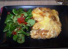 Galuska+rengeteg+sajttal+és+hagymával+összesütve,+a+létező+legjobb+sváb-bajor+fogás! +Allgäuer+Käsespätzle+(4+fő+részére) A+galuskához: 350+g+liszt,+6+db+tojás,+kb.+100+ml+víz+(ha+kemény+a+tészta,+akkor+öntsünk+még+hozzá),+60+g+vaj+(szobahőmérsékletű),+ízlés+szerint…