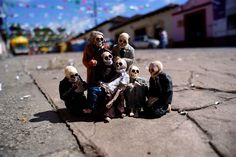 (Pic 10/10) Isaac Cordal's tiny cement skeletons haunt the streets of Mexico