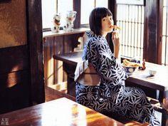 The World's Best Photos of кимоно Yukata Kimono, Kimono Dress, Kimono Style, Japanese Kimono, Japanese Girl, Japanese Style, Japanese Lifestyle, Summer Kimono, Japanese Outfits