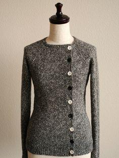 LOVE the b&W buttons with the tweed yarn. Very nice.  Ravelry: knittimos peruvian tweed cardi