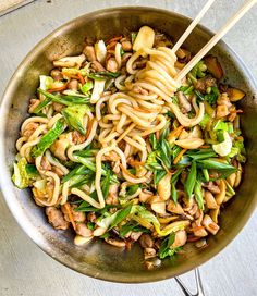 This stir fry recipe is so easy and delicious! It's also a good way to use up any vegetables in your fridge! I like to use chicken thigh because it is more tender and harder to over cook. Any asian greens like bok choy, yu choy, chinese broccoli or even spinach or kale works great! Adding any kind of veggies will add that fresh crunch to this dish! Udon Stir Fry, Bok Choy Stir Fry, Stir Fry Noodles, Udon Noodles, Veggie Stir Fry, Quick Recipes, Asian Recipes, Japanese Recipes, Thai Recipes