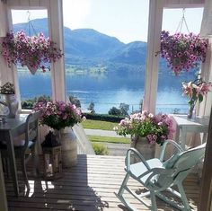 A porch without windows Beautiful Homes, Beautiful Places, Beautiful Flowers, Through The Window, Window View, Peaceful Places, Outdoor Living, Outdoor Decor, Outdoor Furniture