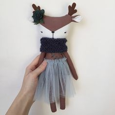This reindeer has been made to give your children many happy moments whilist playing. She is made of 100% linen, cotton, , holofiber, mouline, сloth mesh and baby yarn. Her flowers made of foamiran She is approximately 11,02 inches high (not including horns), so you can take her with you wherever you go! She would like to live in a good family and delight you for many years. Ava doll is recommended for little ones aged 4 and above for safety reasons. Shipping takes 1-3 business days.