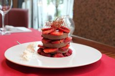 Truskawkowe carpaccio na parfait z gorzkiej czekolady « Akademia Kulinarna - Blog Szefów Kuchni