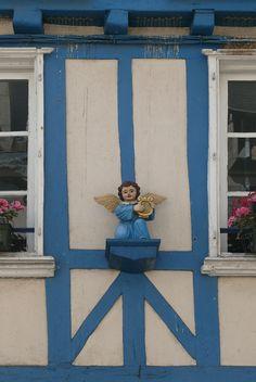 Quimper (Bretagne) petit ange !  Finistère Bretagne