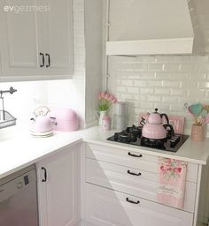 A kitchen transformation: Şebnem& cuisine in a country style . Apartment Bedroom Decor, Shabby Chic Pink, Country Kitchen, Kitchen White, Pastel Pink, Pastel Decor, Kitchen Decor, Sweet Home, Kitchen Cabinets
