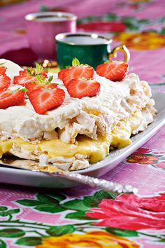marängtårta med citronkräm Sweet Bakery, 20 Min, Piece Of Cakes, Pavlova, Cookie Desserts, Let Them Eat Cake, How To Make Cake, Food Inspiration, Sweet Recipes