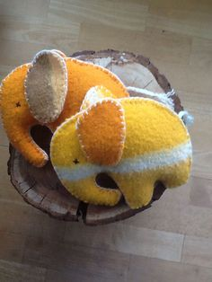 Cute toddler toys made out of a vintage blanket. 2019 Cute toddler toys made out of a vintage blanket. The post Cute toddler toys made out of a vintage blanket. 2019 appeared first on Wool Diy. Scrap Fabric Projects, Fabric Scraps, Weighted Blanket, Wool Blanket, Recycled Blankets, Classic Blankets, Vintage Blanket, Sewing Patterns Free, Sewing Ideas