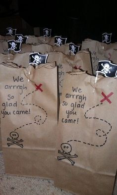 DIY goody bags I made for a pirate birthday party. Lunch bag, sharpie, and top edge is lightly burned.: DIY goody bags I made for a pirate birthday party. Lunch bag, sharpie, and top edge is lightly burned. Pirate Day, Pirate Birthday, Pirate Theme, Fête Peter Pan, Peter Pan Party, Pirate Party Games, Pirate Party Favors, Pirate Games For Kids, Pirate Party Invitations