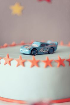 Super-simple, even classy cars cake